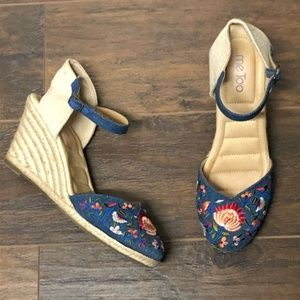 Me Too Blaire Embroidered Wedges Size 9.5